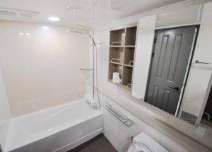Mała łazienka z wanną narożną: aranżacje