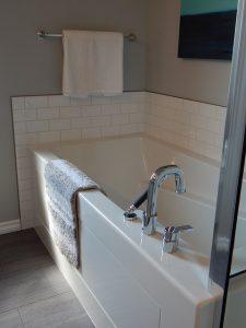 Kabiny walk-in. Nowoczesna alternatywa w zwykłych kabin prysznicowych